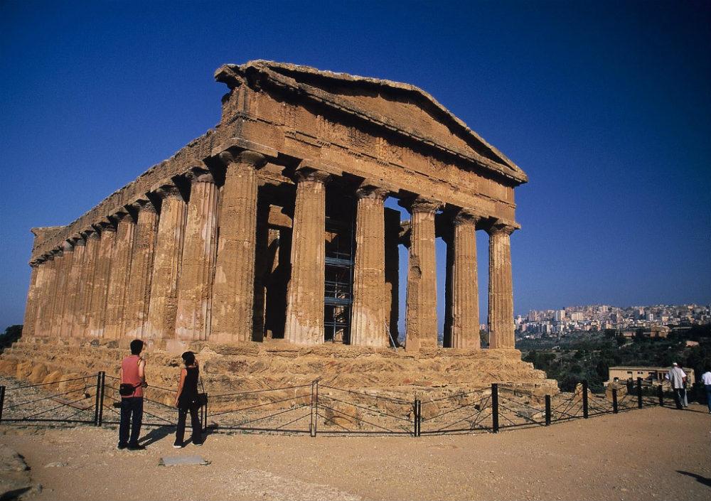 シチリア、アグリジェント、見事なギリシャドーリア式コンコルディア神殿