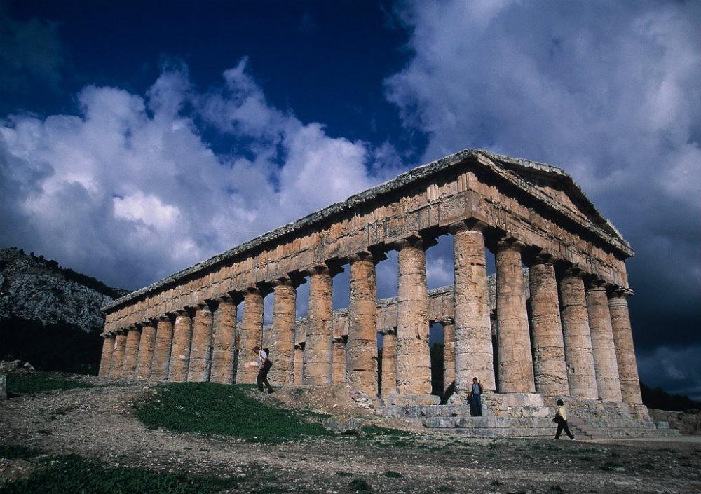 シチリア、セジェスタ、ギリシャ神殿