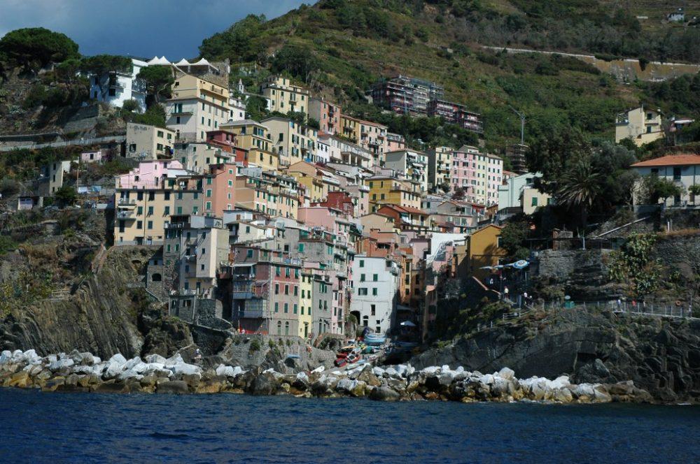 世界遺産チンクエ・テッレ、海上からみたリオマッジョーレ