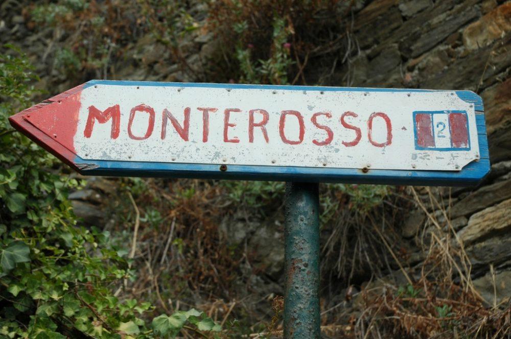 チンクエ・テッレ、ヴェルナツッアの村。船着き場からモンテロッソ・アル・マーレまで歩いてみた。