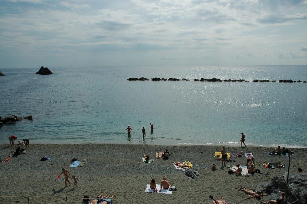 チンクエ・テッレ、モンテロッソ・アル・マーレの海。世界遺産。