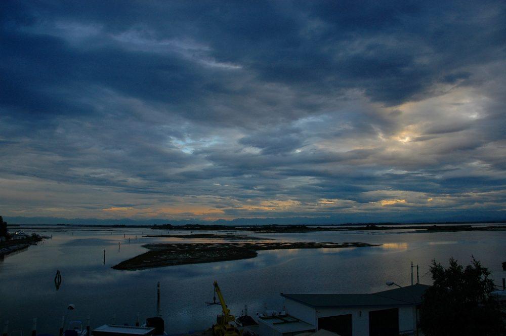北イタリア、グラードの夜明け