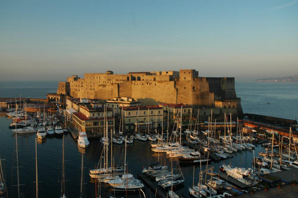 ナポリ歴史地区、カステル・オーヴォ。卵城の意。南イタリア世界遺産。