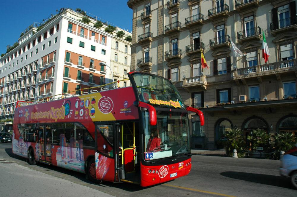 ナポリパノラマ観光バスでナポリの街を一回りすると感じがつかめるかもしれない