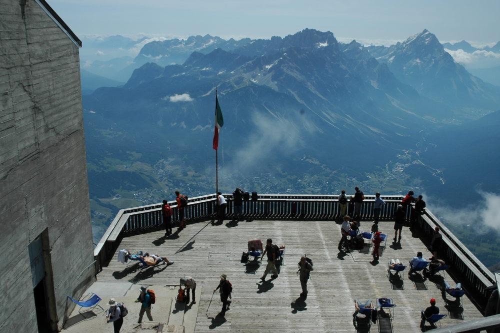 ドロミテの真珠・コルティナ・ダンペッツォ。トファーナ展望台からの眺め。北イタリア・世界遺産。