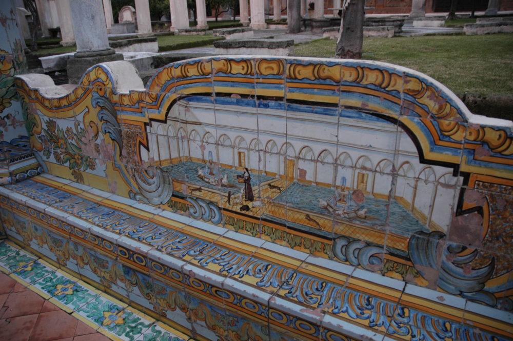 世界遺産ナポリ歴史地区、サンタキアラ教会の中庭。