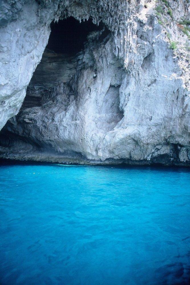 カプリ島白の洞窟