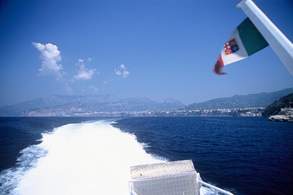 水中翼船にてカプリ島へ。