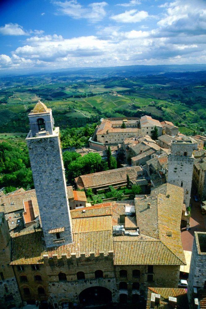 イタリア世界遺産サンジミニャーノ歴史地区。トッレ・グロッサ大塔に登るとトスカーナ田園の風景が