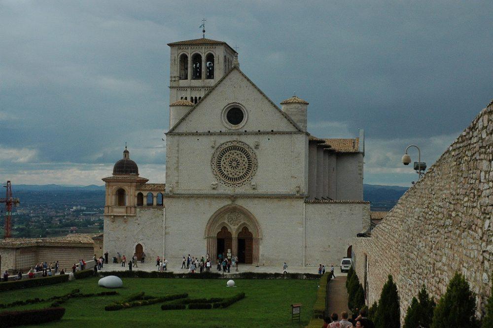 イタリア世界遺産アッシジサンフランチェスコ聖堂ファッサード。ウンブリア州ペルージア県。