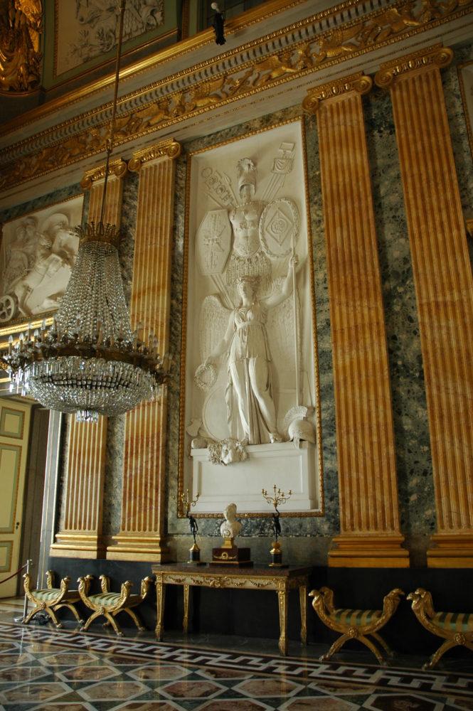 カゼルタ宮殿。ロココ調の宮殿内も絢爛豪華の装飾.。イタリア世界遺産