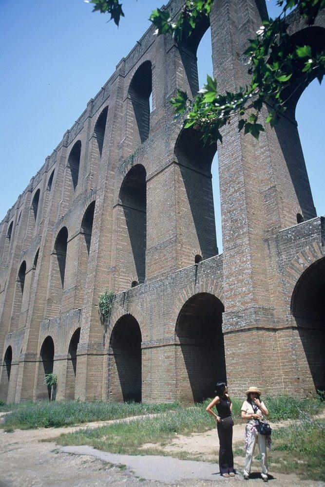 カゼルタ王宮近くにある、イタリア世界遺産ヴァンヴィテッリ水道橋。