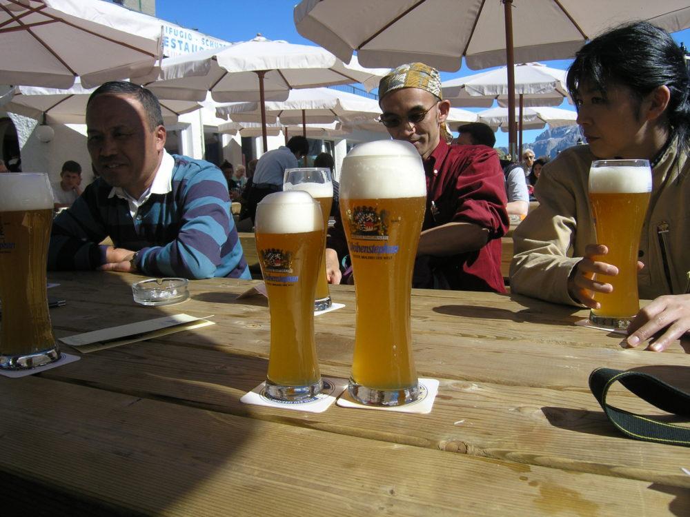 歩いたあとのヴァイツェンビールがうまいドロミテトレッキング