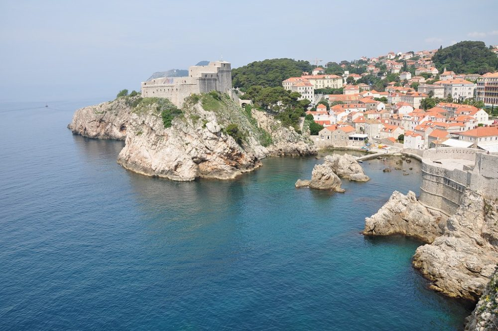 クロアチア、ドゥブロヴニクの城壁から海の眺め