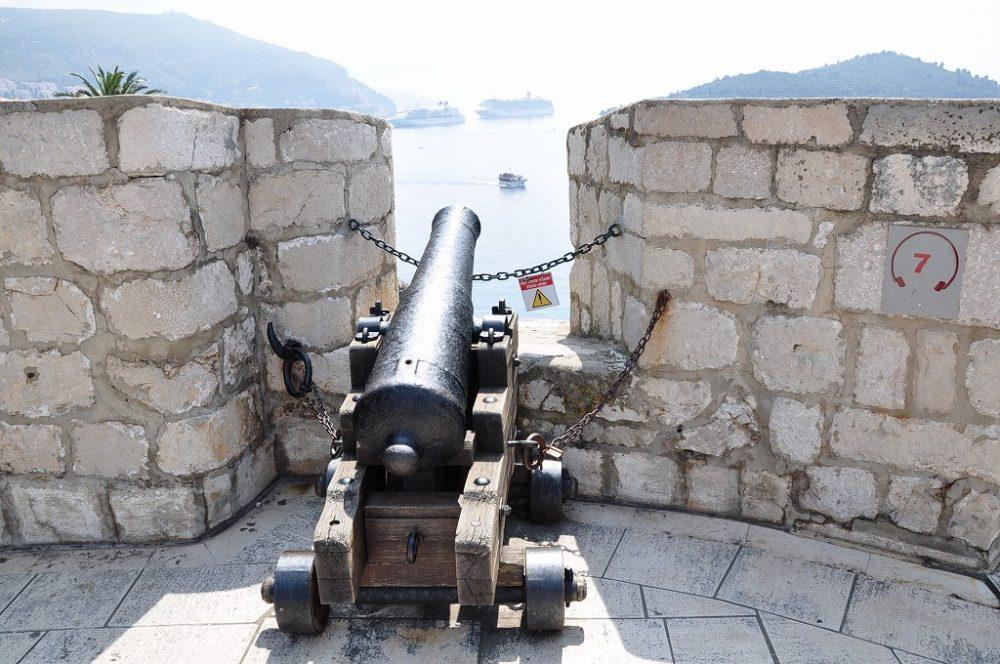 クロアチア、ドゥブロヴニクの城壁に備えられた大砲