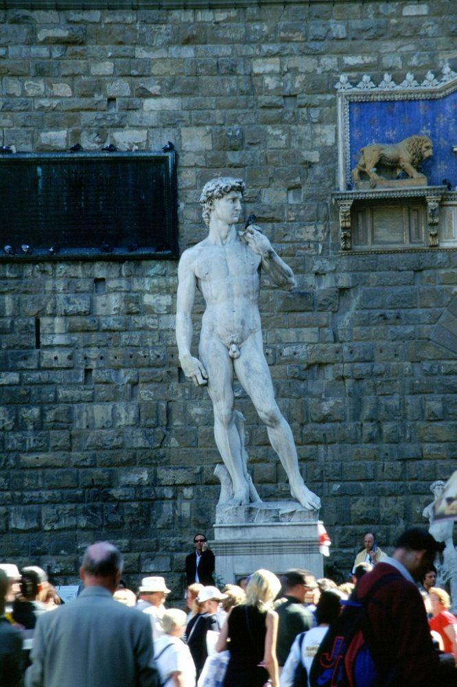 世界遺産フィレンツェ歴史地区シニョーリア広場のダビデ像。これはレプリカ。本物はアカデミア美術館に