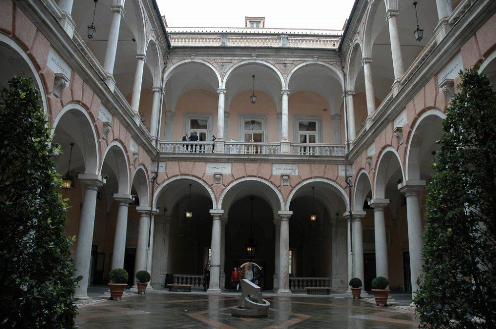 イタリア世界遺産、ストラーデヌオーヴェ=現ガリバルディ通り、9番地、トゥルシ館=現ジェノヴァ市庁舎中庭。