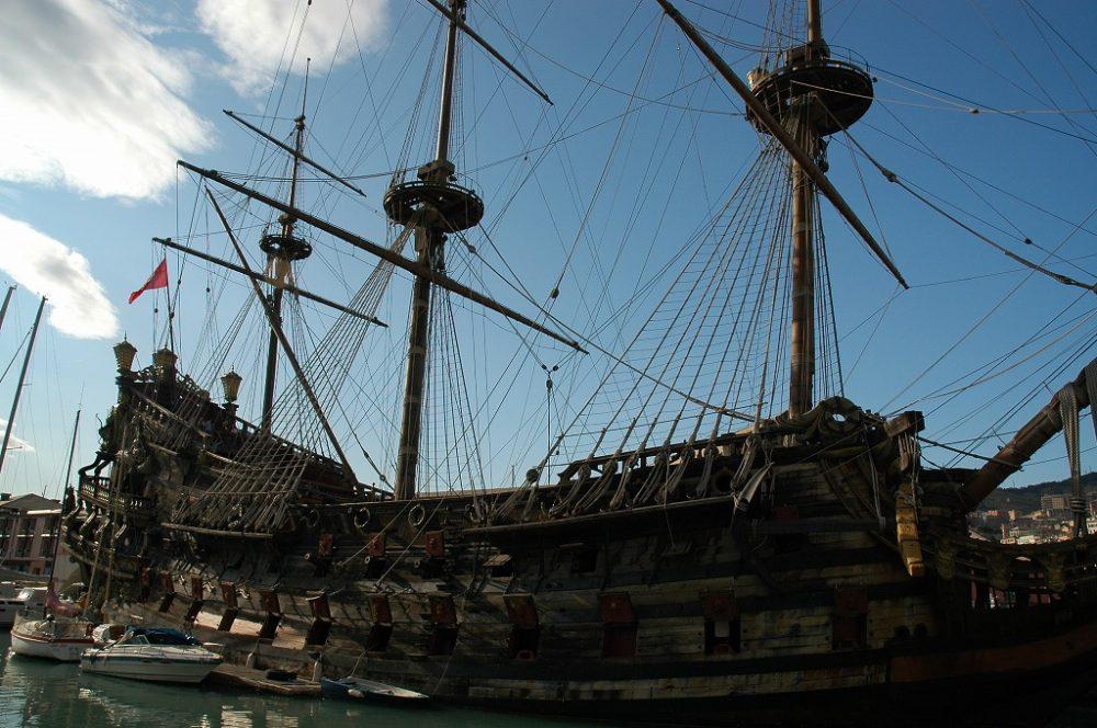 イタリア世界遺産。海洋国家ジェノヴァ。旧港に残るモニュメントにはこんな帆船が。