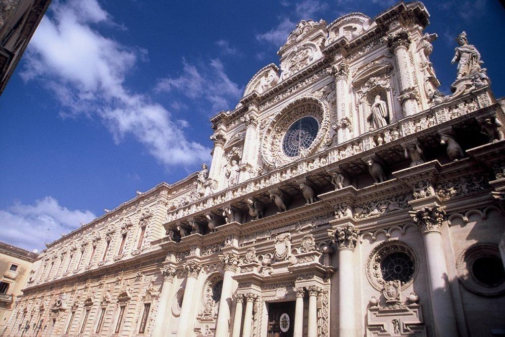 プーリア州のフィレンツェと言われるレッチェ。華麗なゴシック様式が見られるレッチェのドゥオーモ