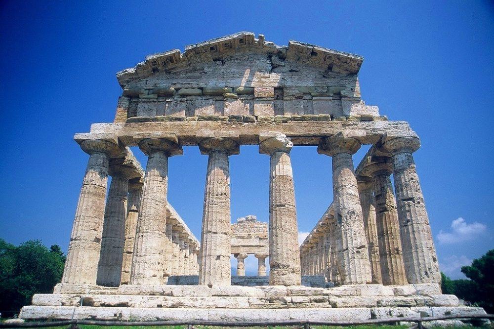 パエストゥム。アテナイの神殿・紀元前500年頃。三つの完璧なギリシャ神殿のひとつ、南イタリア世界遺産。