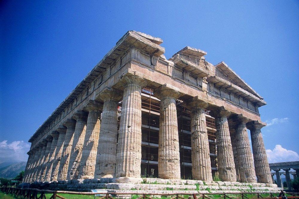 パエストゥム。ポセイドン神殿。ギリシャドーリア式神殿が二つ並ぶ南イタリア世界遺産。
