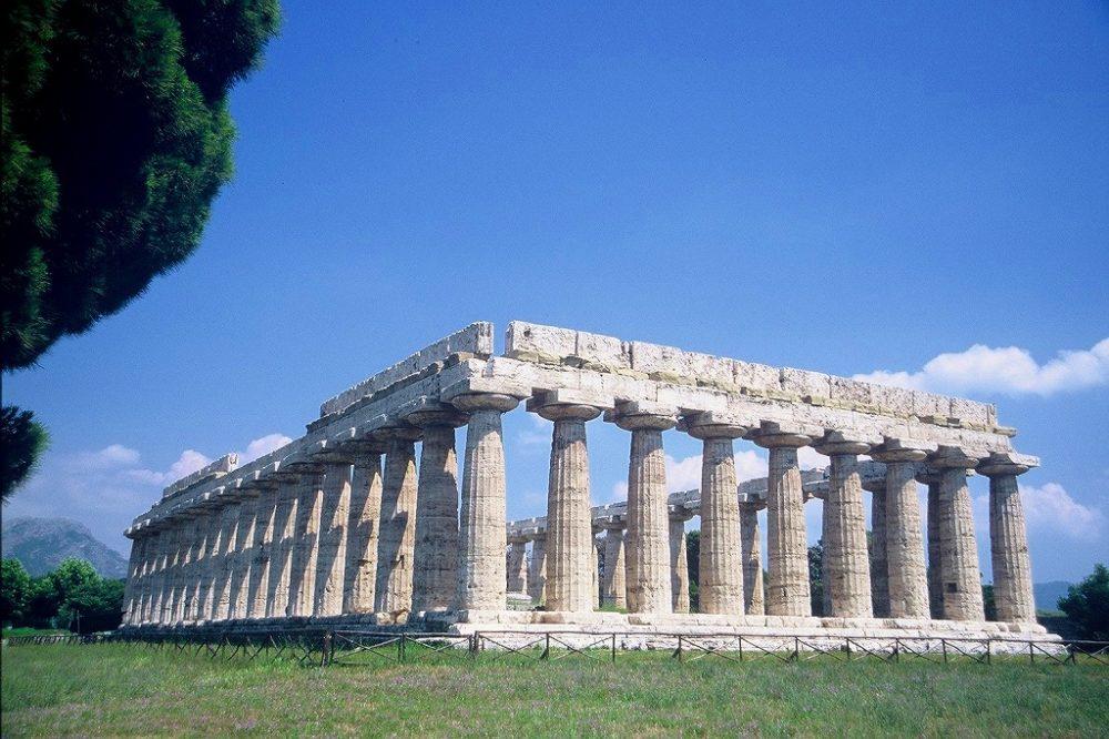 パエストゥム。バシリカと呼ばれるヘラの神殿、紀元前550年頃。南イタリア世界遺産。