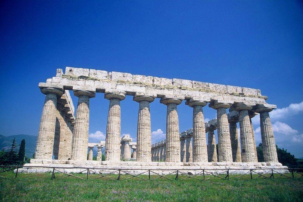 パエストゥム。パエストゥム。バシリカと呼ばれるヘラの神殿、紀元前550年頃。南イタリア世界遺産。