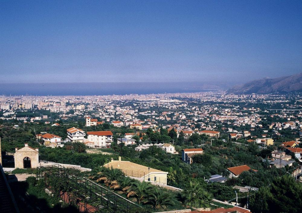 シチリア、モンレーアレからみるパレルモの全景。パレルモは黄金の盆地と呼ばれた肥沃の
