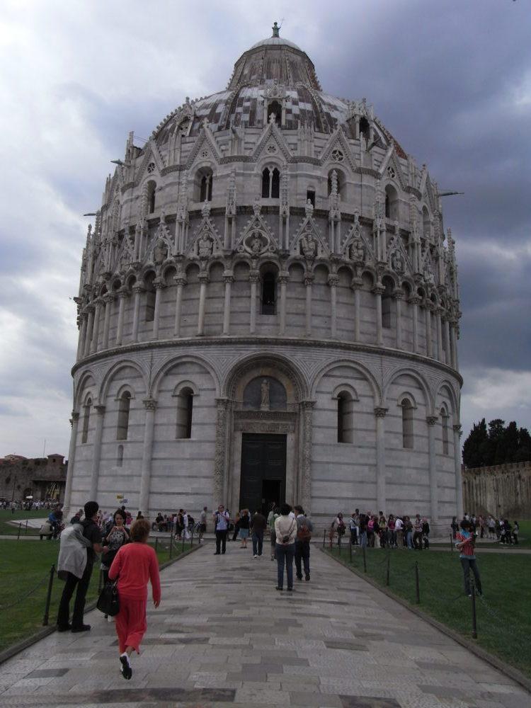 イタリア世界遺産、ピサ洗礼堂ファッサード。2008年撮影。
