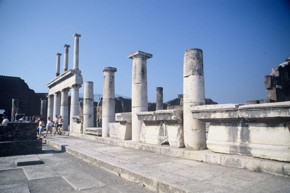 ポンペイ。バジリカ。最も重要な公共建造物。政治、経済の中心。南イタリア世界遺産。