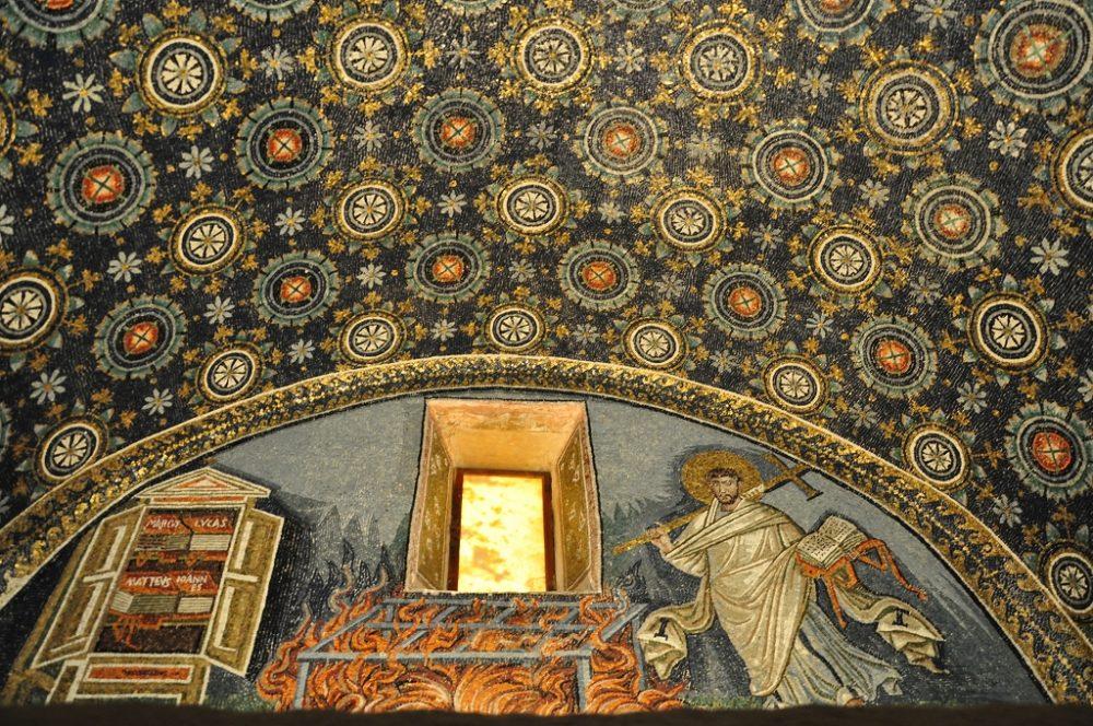ガッラプラチデイア霊廟のモザイク画。ラヴェンナ、サン・ヴィターレ聖堂敷地に建つ。エミリア・ロマーニャ州