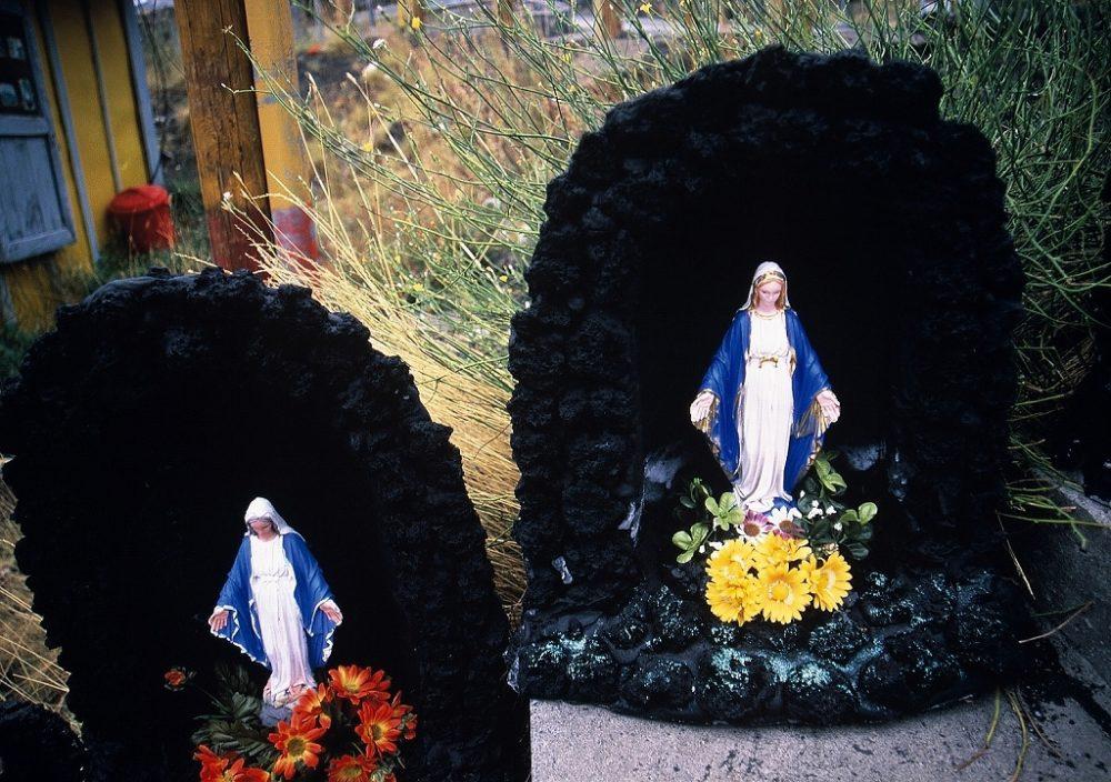 シチリア島、エトナ山、ヨーロッパ大陸唯一の活火山。溶岩で作ったマリア像がお土産に。さすがカトリックの本山