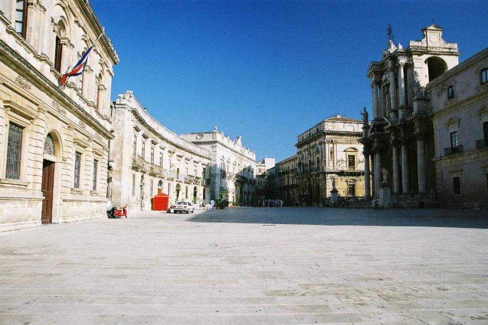 映画「マレーナ」の舞台にもなったシラクーサ、ドゥオーモ広場