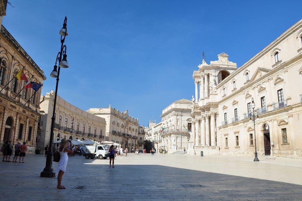 シチリア、シラクーサ、ドゥオーモ広場。映画「マレーナ」の舞台にもなった。イタリア世界遺産。