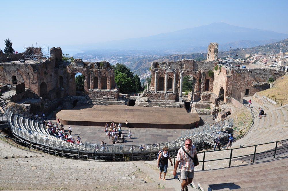 タオルミーナ、ギリシャ円形劇場。タオルミーナもシラクーサに近い。