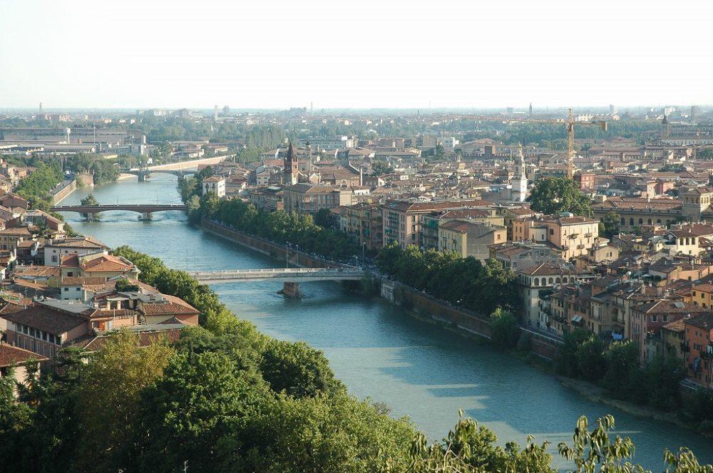 イタリア世界遺産、ヴェローナの町並み。ヴェローナロメオとジュリエットの町として有名。