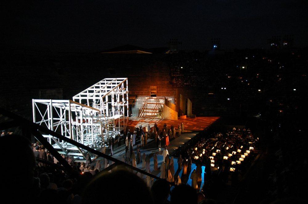 アレーナディヴェローナ=ヴェローナ円形劇場でのオペラ鑑賞も週末滞在ならチャンス